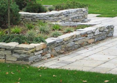 Gartenumgestaltung Mauer Grünstreifen