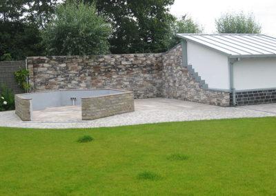 Gartengestaltung Mauer Rollrasen