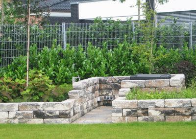 Gartengestaltung Mauer Grünpflanzen